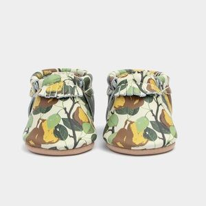 New Freshly Picked Pear Vine City Moccs